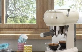 Smeg ECF01CRUK Espresso Coffee Machine