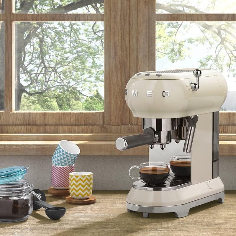 Smeg ECF01CRUK Espresso Coffee Machine Review | Coffee Tea ...